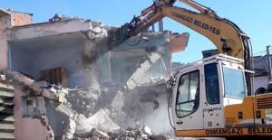 Osmangazi Belediyesi metruk bina yıkım çalışmalarına devam ediyor!