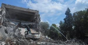 Kütahya Belediyesi depreme dayanıklı olmayan eski Kültür Sarayı'nı yıktı!