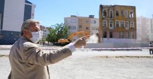 Melikgazi Belediyesi metruk binaların yıkım çalışmalarına devam ediyor!
