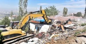 Ankara Büyükşehir Belediyesi 44 metruk yapıyı yıktı!