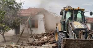 Eskişehir Tepebaşı'nda metruk ve riskli binaların yıkımı sürüyor!