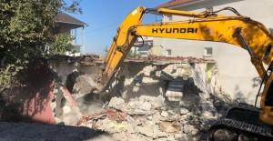 Gölcük'te bugüne kadar toplam 71 metruk bina yıkıldı!