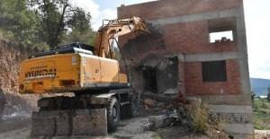 Osmangazi Belediyesi inşaat halindeki 2 kaçak evi yıktı!