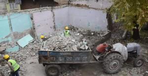 Diyarbakır Bağlar'da metruk yapı yıkımları devam ediyor!