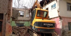 Osmangazi Belediyesi 2020 yılında 81 metruk binayı yıktı!