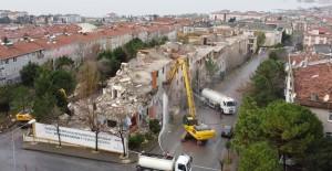 Büyükçekmece'de 9 blok kentsel dönüşüm kapsamında yıkıldı!