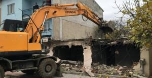 Osmangazi Panayır Mahallesi'ndeki metruk bina yıkıldı!