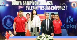 İstanbul BBSK, Dünya Şampiyonu sporcularına evlerini teslim etti!
