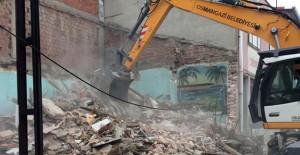 Osmangazi Küplüpınar Mahallesi'ndeki metruk bina yıkıldı!