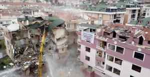 Büyükçekmece'de depremde hasar gören 3 bina daha yıkıldı!