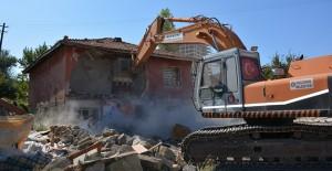Keçiören'de 2 yılda 2 bin 300 gecekondu ve metruk yapı yıkıldı!