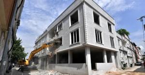 Osmangazi Çiftehavuzlar'daki 3 katlı kaçak bina yıkıldı!