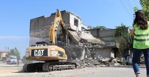 Yüreğir Sinanpaşa'da kamulaştırılan binalarda yıkımlar sürüyor!