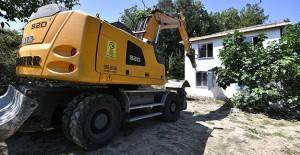 Osmangazi Aksungur Mahallesi'ndeki ruhsatsız bina yıkıldı!