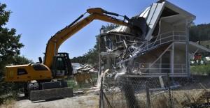 Osmangazi Belediyesi Uludağ'daki kaçak evleri yıktı!