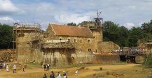 Eski kaleyi Ortaçağ yöntemleriyle onarıyorlar!