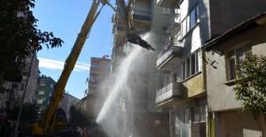 Gemlik'te riskli yapı yıkımları sürüyor!