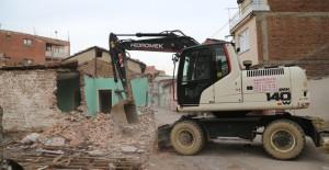 Osmangazi Namık Kemal Mahallesi'nde kamulaştırılan 8 bina yıkıldı!
