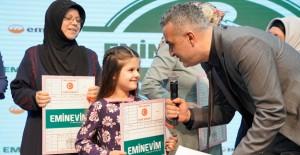 Eminevim Bursa'da 100 aileye tapularını dağıttı!